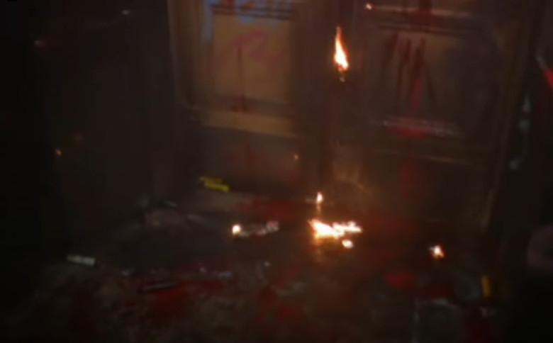 Сторонники Стерненко били окна Офиса президента и поджигали двери